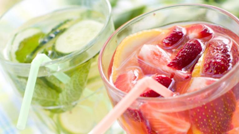 Erfrischendes Wasser in vielen gesunden Geschmacksrichtungen